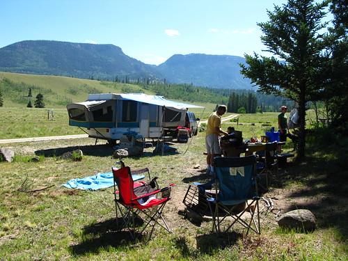 Viajes familiares en un camping