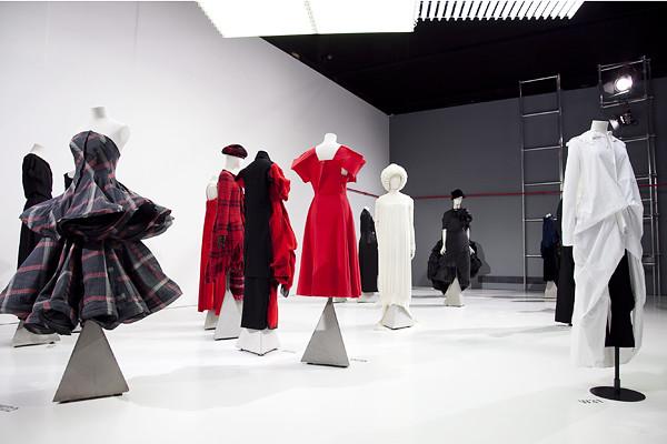 yohji-yamamoto_victoria-albert-museum_london_uk_30th_anniversary_exhibition_fumiko-kawa_01