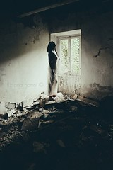 Enchanting ruins (La T / Tiziana Nanni) Tags: light portraits shadows skin stories ritratti evanescence ruines rovine abbandono macerie womenportraits enchantingruines