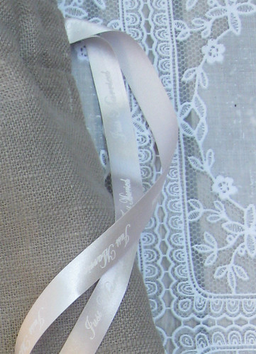 10mm zilver lint met wit bedrukt in Edwardian Script ITC