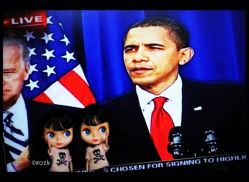 President Obama Signs Stimulus Bill in Denver, CO - Goldies Look On