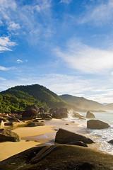 Ranchos (Alê Santos) Tags: sea brazil sky praia beach brasil paraty mar parati céu thumbsup trindade praiadosranchos abigfave frenteafrente platinumphoto pfosilver