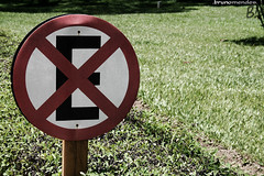 (baketa) Tags: verde green riodejaneiro rj grama placa mato ambiente proibido parar estacionar