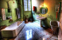 Casa Mil - Estancia 1 (Vicente Santapau (Mikado)) Tags: barcelona espaa architecture casa arquitectura interior mila toilette wc gaudi estancia estancias mikado interiores casamila servicio casamil mil 40d vmikado