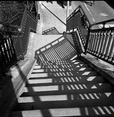 (Jordy B) Tags: bw 6x6 film architecture analog rolleiflex stair noiretblanc ombre 400iso ilfordhp5plus passerelle 4212 moyenformat brysurmarne esccalier