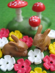 Easter Bunnies with Flowers and Toadstools (Joey's Dream Garden) Tags: flowers trees macro green bunnies animals closeup easter toys spring models kittens plastic rabbits playmobil toadstools easterplaymobilmacro