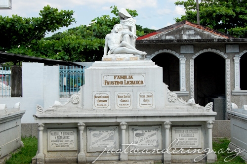 North Cemetery Manila 06