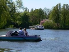 Tretboot und Alsterdampfer (Urban Explorer Hamburg) Tags: hamburg stadtpark globetrotter stadtparksee gobeboot