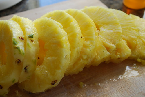sliced pineapple rings