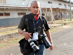 Me Working (Tito Herrera) Tags: canon working photojournalism gear tito panama prision inaction camaras photojournalist equipo joya lajoya herrera carcel fotoperiodismo fotoperiodista titoherrera canonian canonista