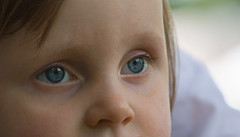 Eyes (Guy L Janssens) Tags: portrait noor canonef70200mmf40lusm