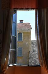 La finestra di fronte (Giorgio Vianini) Tags: casa finestra piemonte tenda orta lagodorta ortasangiulio