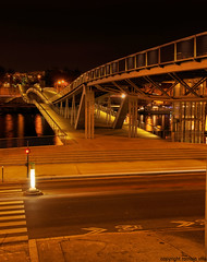 bridge (romvi) Tags: longexposure bridge paris france reflection water night lights nikon eau europe long exposure shot bnf villa pont nuit reflets romain lumieres tolbiac perpsective passerelle d90 romainvilla romvi