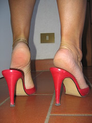 fourth gift (al_garcia) Tags: feet high sandals heels mules smelly sabot