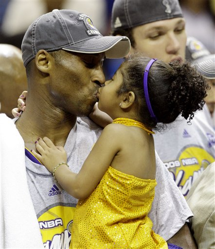Kobe kisses daughter, Gianna