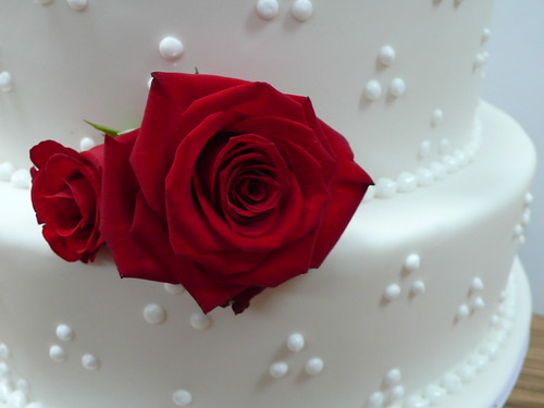 white wedding cakes with red roses. Red Roses White Wedding cake