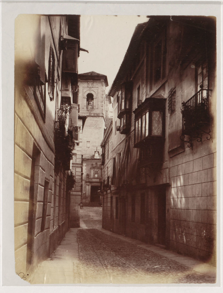 Calle Alfonso X con la iglesia de San Ildefonso al fondo en 1883. Fotografía de Alfred Dismorr. The National Archives, Kew, Richmond, Surrey