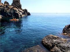 Acitrezza - Tra gli scogli (-PixTonio-) Tags: sea landscape mare olympus sicily sicilia paesaggio isola acitrezza faraglioni e420 lachea