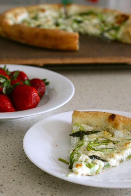 Shaved Asparagus Pizza - Annie's EatsAnnie's Eats