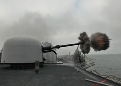 USS Thach (FFG 43) fires its MK-75 76mm mounted gun. (Official U.S. Navy Imagery) Tags: navy sailor usnavy weapons underway guidedmissilefrigate oliverhazardperryclass ussthachffg43 mk7576mmmountedgun
