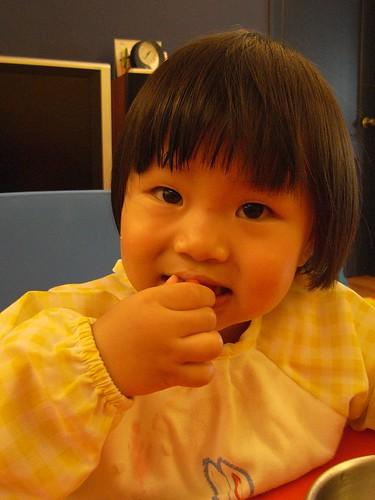 你拍攝的 13吃草莓的壽星。