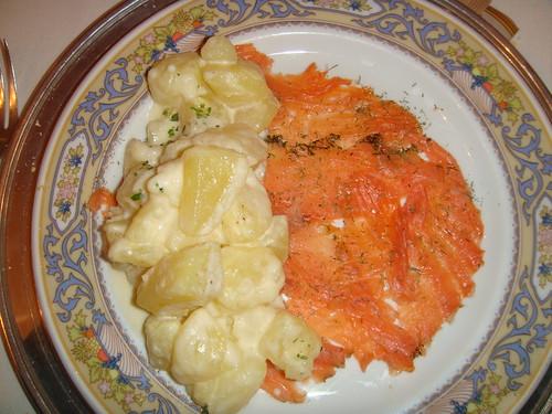Salmón marinado con patatas a la crema