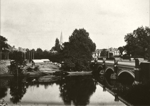 Le pont de Weybridge, Angleterre. by Le Château d'Eau, Toulouse.