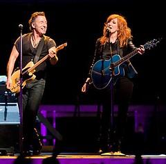 Bruce Springsteen & Patti Scialfa - 4/1/09 HP Pavilion, San Jose [copyright Joseph Quever]