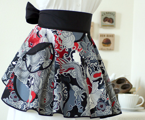 Vintage Style PERFECT CIRCLE Hostess Apron in Beautiful Asian Tatsu Print by Alexander Henry