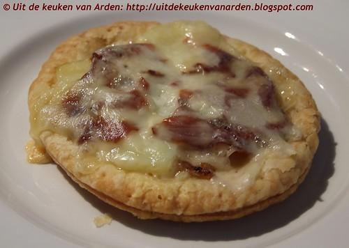 Bladerdeegtaartjes met bacon, aardappel en Reblochon