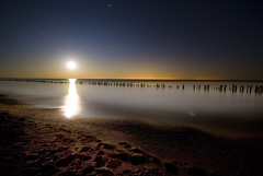 Horizontal Moon Rise (Insight Imaging: John A Ryan Photography) Tags: toronto ontario night long exposure lakeerie fullmoon aficionados pentaxk10d wwwinsightimagingca johnaryanphotography