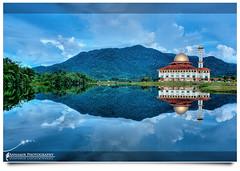 Tak Seindah Sentuhan Mata... (AnNamir™ c[_]) Tags: panorama reflection canon 350d kitlens mosque malaysia dq hdr masjid tasik mesjid photomatix kualakubu tenang kkb goldstaraward annamir darulquran masjiddq tasikhuffaz dqkkb getokubicom huffaz huffazlake placeofphotographer
