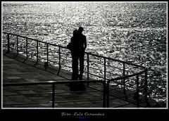 A tu vera (jl.cernadas) Tags: ocean sunset people espaa costa atardecer mar spain corua europe atlantic galicia siluetas gentes oceano oleiros xente