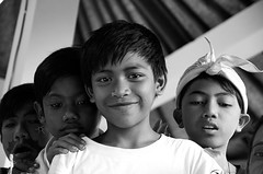 Mela and friends (Mei's Photography) Tags: bali kids indonesia culture 2009 ubud nikond300 earthasia abangan