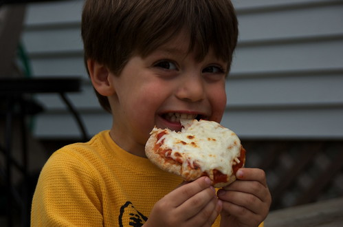 Tor likes pita pizza