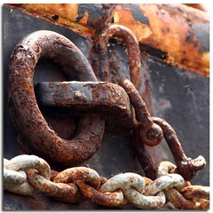 rusty chain (Linda Cronin) Tags: old orange brown black metal river boat kent rust chain explore hoo medway decayed rivermedway gamewinner challengeyouwinner diamondclassphotographer flickrdiamnond 15challengeswinner motifdchallengewinner friendlychallenges friendlychallenge damniwishidtakenthat pregamesweepwinner