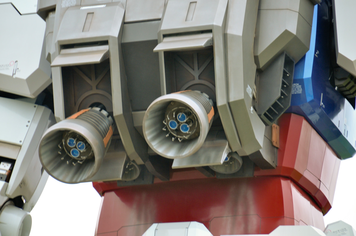 Gundam tamaño real espalda