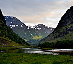 Vtedalen, final sunlight (ystenes) Tags: norway landscape photography norge photo nikon foto norwegen 1001nights landschaft norvege fotografi vestlandet bilde magiccity fiatlux d90 sognogfjordane vtedalen westnorway nikond90 platinumheartaward flickrestrellas platinumpeaceaward 1001nightsmagiccity mygearandmepremium mygearandmebronze mygearandmesilver mygearandmegold magiccty mygearandmeplatinum