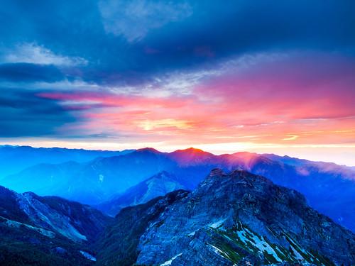 Hidden Sunrise Viewed from Top of Yushan Main Peak 玉山主峰隱藏版日出