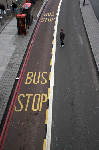 17_avril_2009_bus_stop_0411