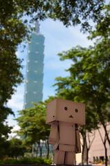 Walk through Taipei 101 (darkmoming) Tags: figure  danbo canonefs1785mmf456isusm revoltech jfigure danboard