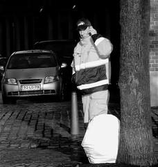 HWB (Akbar Simonse) Tags: street people urban bw holland netherlands zwartwit candid thenetherlands streetphotography cellphone denhaag hips cap mobilephone thehague streetshot mobieltje workingpeople hbw 200000000stagelovers akbarsimonse haagswerkbedrijf
