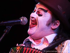Martyn Jacques / The Tiger Lillies (jazzfoto.at) Tags: music salzburg club concert live jazz konzert jazzclub tigerlillies martynjacques jazzmusic jazzit thetigerlillies jazzlive jazzkeller konzertfotos jazzphoto clubkonzert s100fs jazzfoto wwwjazzfotoat jazzitsalzburg markuslackinger jazzitmusikclubsalzburg clubatmosphaere jazzclubsalzburg jazzkellersalzburg jazzinsalzburg wwwjazzitat jazzsalzburg salzburgjazz