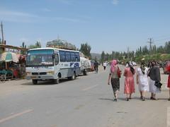 Upal, China (Marc_P98) Tags: china road pakistan bus scarf highway head pass stop xinjiang karakoram kashgar bazaar kunjerab upal