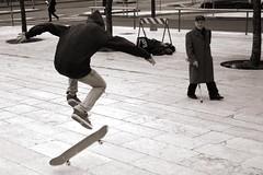 (48) - Una cosa divertente che non far mai pi (Donato Buccella / sibemolle) Tags: blackandwhite bw italy milan milano streetphotography oldman skate davidfosterwallace canon400d sibemolle stazionecentrela fotografiastradale