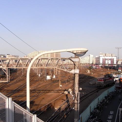 赤茶色と青、隅田川駅。