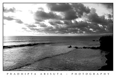 Tanah lot (juzz_arisuta) Tags: sunset bw bali nature canon tanahlot 50d