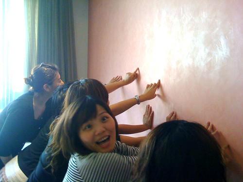 對於漆了很多層的平滑牆壁感到不可思議的大家!