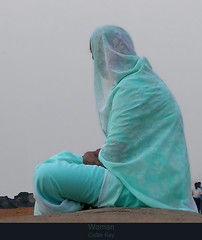 Woman (Awaiting the Sun 3) (Collin Key) Tags: india sari indien tamilnadu bharat morningdew pondicherry indianwomen morgengrauen littlestories indischefrauen picswithsoul multimegashot multimegastar collinkey sensationalphoto mmmilikeit oracope