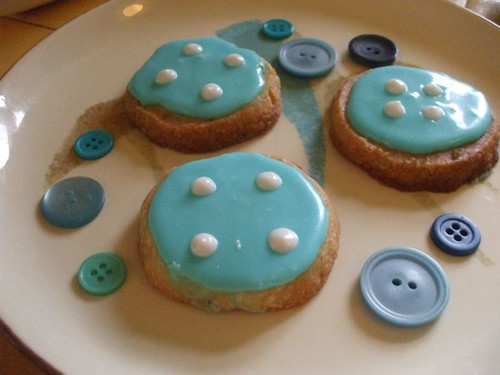 Glazed button shortbread cookies